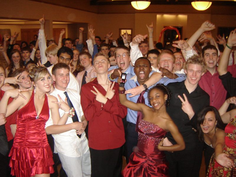 Metro Mass Entertainment DJs always have the Best Music for School Dances, Semi-Formals, and Prom.